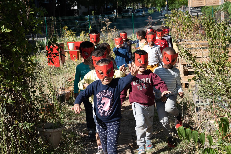 Découvrir l'Usine à gazon, défi mis en scène par l'équipe de l'école maternelle le Lendit ©Elodie Guignard