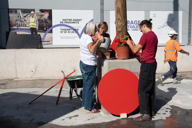 Végétaliser l'espace public, défi mis en scène par l'équipe de l'Académie Fratellini ©Elodie Guignard