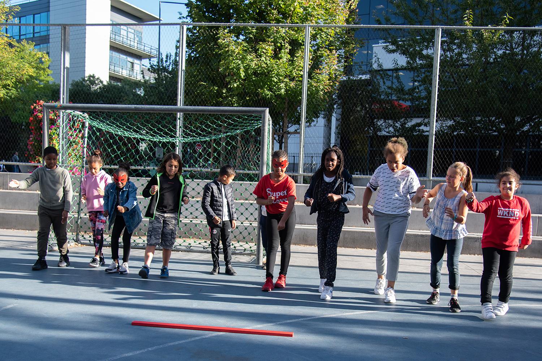 Courir, défi mis en scène par l'équipe du centre de loisirs du Landy ©Christophe Filleule