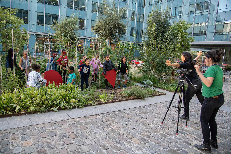 Jardiner entre midi et deux, défi mis en scène par l'équipe du centre de loisirs du Landy ©Christophe Filleule