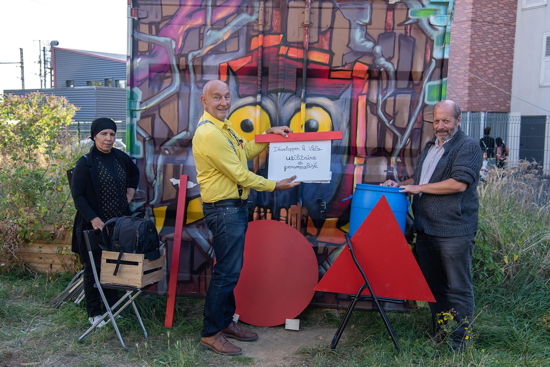 Développer le vélo utilitaire et personnalisé, défi mis en scène par l'équipe de la Régie de quartiers de Saint-Denis ©Christophe Filleule