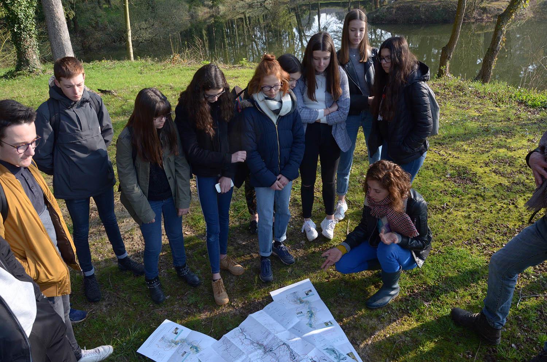 Analyses de l'eau et de l'air lors de la sortie terrain avec le lycée agricole du Rheu © IDLV