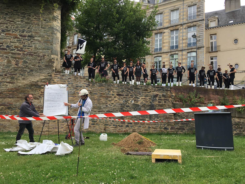 Jaillissement#2, découverte archéologique de la pierre comptoir-contoir © Fabienne Quemeneur